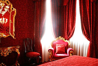 gothic style-moulin rouge victorian themed bedrooms-decorating ideas