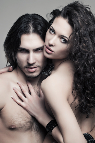 Мужчина и девушка - вампиры