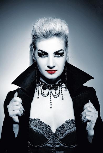 Вампирша в макияже